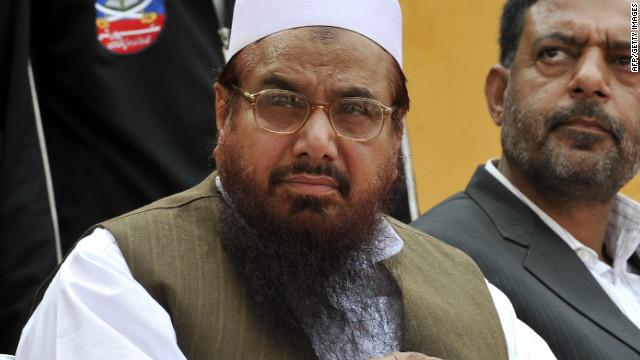 Hafiz Mohammad Saeed (L), visto aquí en abril de 2011, es el jefe del proscrito grupo islámico de línea dura de Pakistán Jamaat-ud-Dawa (JD)