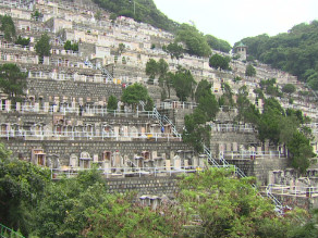 El suelo escasea en Hong Kong y sólo se puede estar enterrado durante seis años.