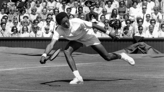 Arthur Ashe lucho contra el racismo en su país durante y despues de ser tenista.