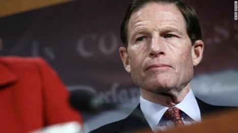 Senator wants refunds for delayed Christmas shipments