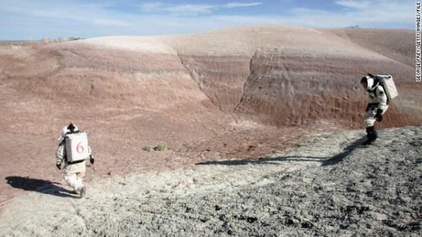 Possível ex-funcionária da NASA alega ter visto vídeo de 2 homens andando em Marte, em 1979 1