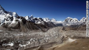 Indian army to remove tons of Mount Everest trash