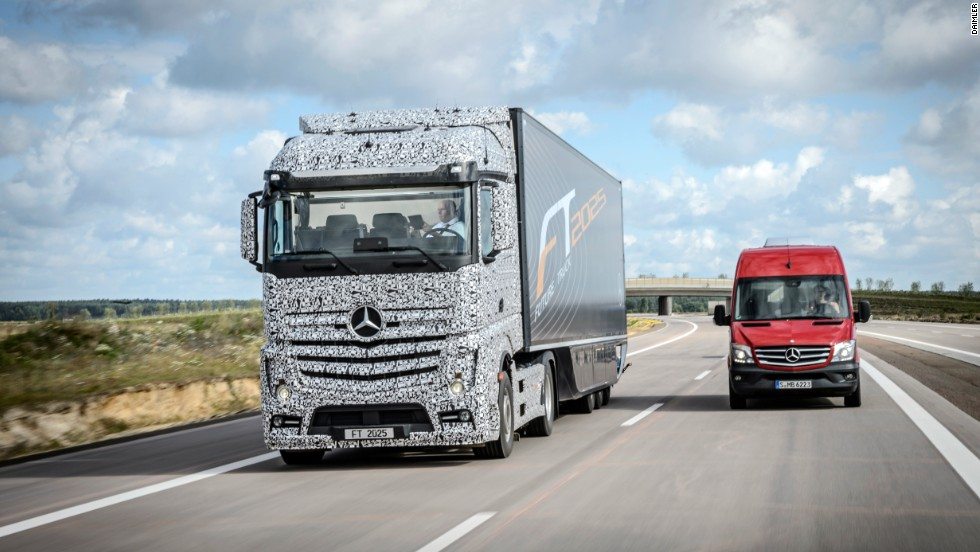 Daimler is developing the Mercedes-Benz Future Truck 2025 -- a driverless lorry that is a potential solution for increased goods traffic.