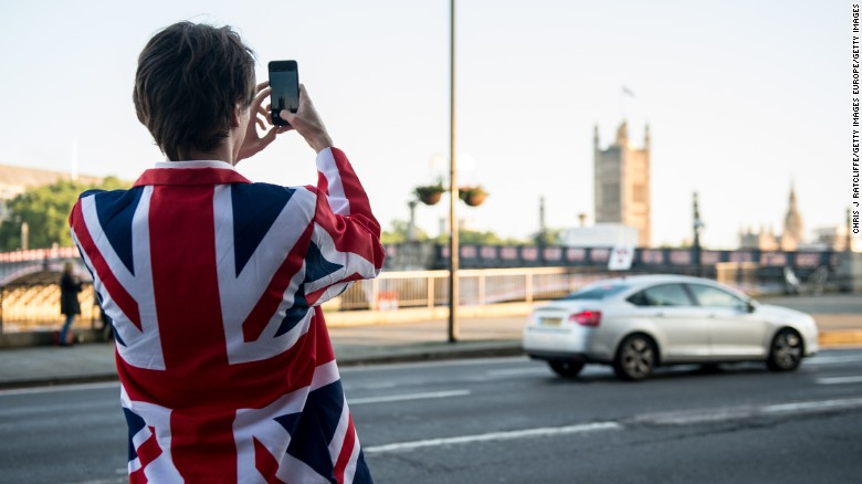LONDON, ENGLAND - JUNE 24:  A vote LEAVE supporter takes a photo of Parliament from outside Vote Leave HQ, Westminster Tower on June 24, 2016 in London, England. The United Kingdom has gone to the polls to decide whether or not the country wishes to remain within the European Union. After a hard fought campaign from both REMAIN and LEAVE the vote is awaiting a final declaration and the United Kingdom is projected to have voted to LEAVE the European Union.   (Photo by Chris J Ratcliffe/Getty Images)