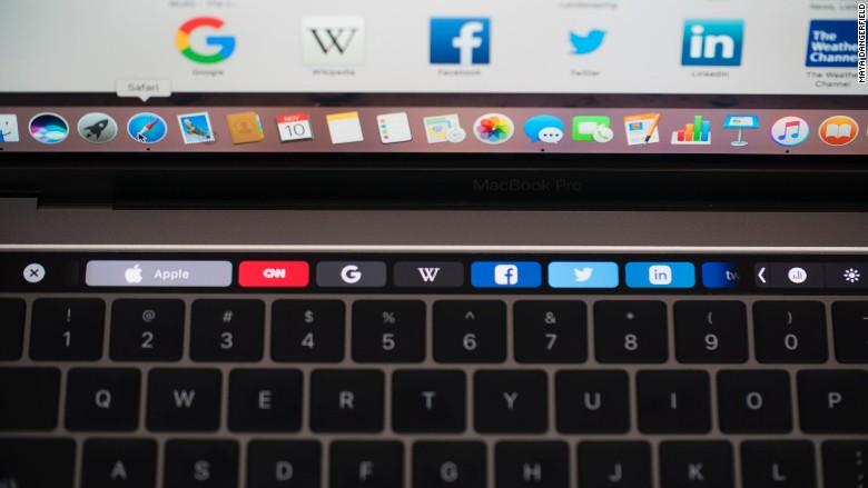Resultado de imagem para macbook pro touch bar