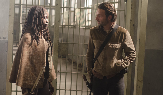 Michonne (Danai Gurira) and Rick Grimes (Andrew Lincoln) in The Walking Dead S03E16: 'Welcome to the Tombs'