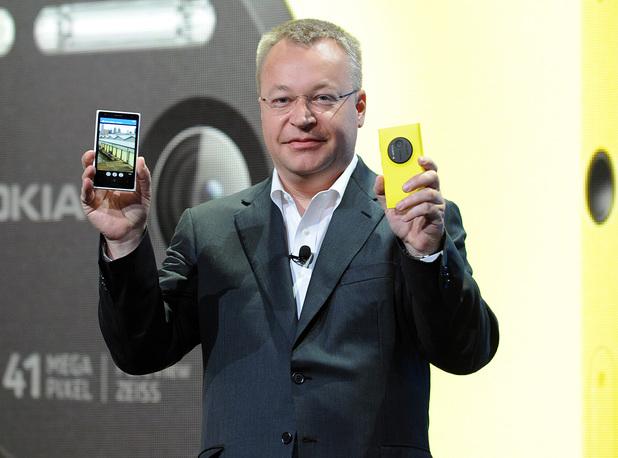 Nokia president and CEO Stephen Elop unveils the new Nokia Lumia 1020 smartphone