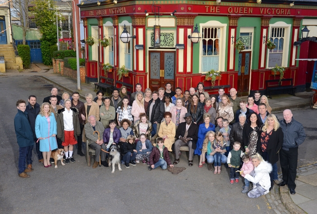 https://i1.wp.com/i2.cdnds.net/14/16/618x418/eastenders-cast-shot-2014.jpg