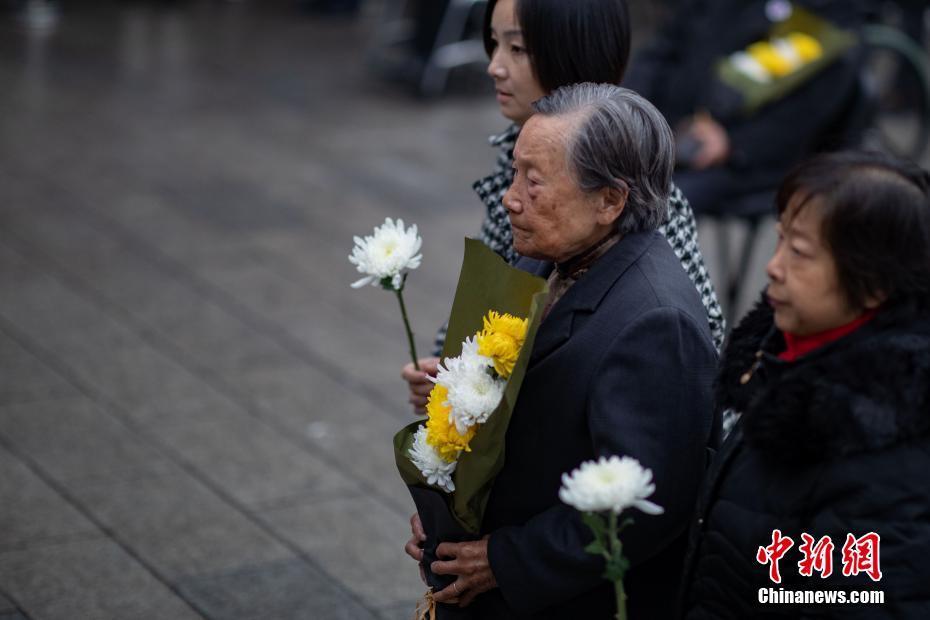 南京大屠殺死難者家庭祭告 緬懷先人不忘歷史-中新網
