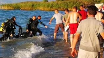 Kahreden haber! Abisinin boğulduğu haberini alır almaz kendini göle attı