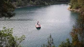 Şanlıurfa'da baraj gölüne giren 2 kişi kayboldu
