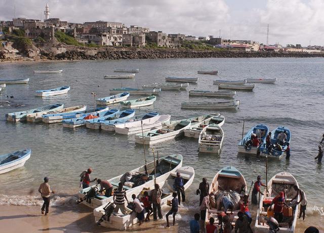 日本壽司大叔竟靠金槍魚收服索馬利亞海盜! - 每日頭條