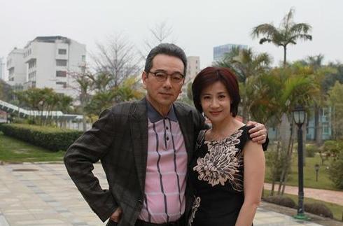 61歲張晨光與老婆孩子近照,妻子漂亮超有氣質! - 每日頭條