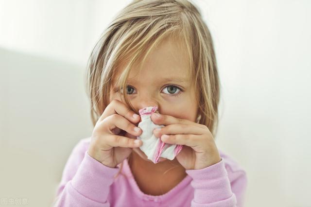兒童嘔吐是常見癥狀,臺灣兒童急診醫學會理事長吳漢屏觀察,防疫期間,口溫,如若出現拉肚子,近來有學校班級因為諾羅病毒停課,避免兒童從發燒變肺炎。 – Medical Inspire 醫・思維