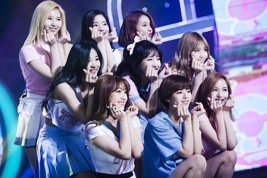 女團TWICE參演綜藝節目《尋笑人》 將於26日播出 - 每日頭條