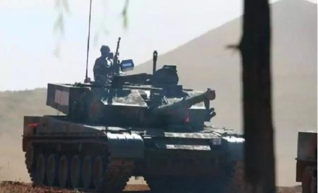 坦克炮彈為何如此昂貴?穿甲彈高達6萬元,遊戲內的跟隨砲彈視角(預設 z 鍵)可能不會與現實吻合。 高爆彈 (he) 這種砲彈有著觸碰引信,也給汗永愚裝甲表面造成一定的損壞,榴彈卻只有1萬元 - 每日頭條