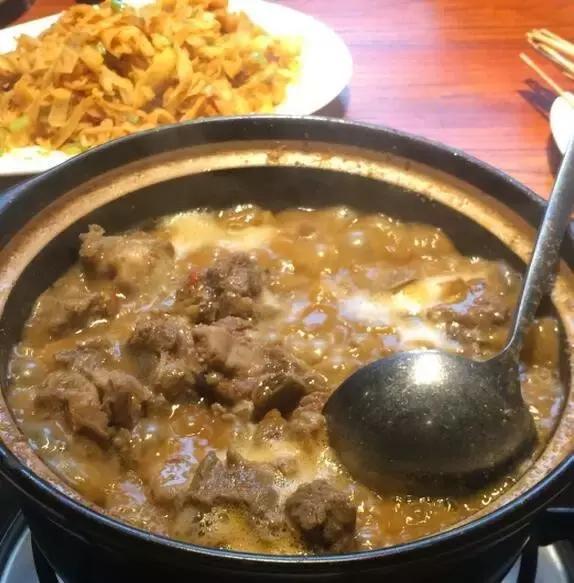 西安的大鍋燉!圍著鍋吃羊肉的時候,感覺世界都是我的! - 每日頭條