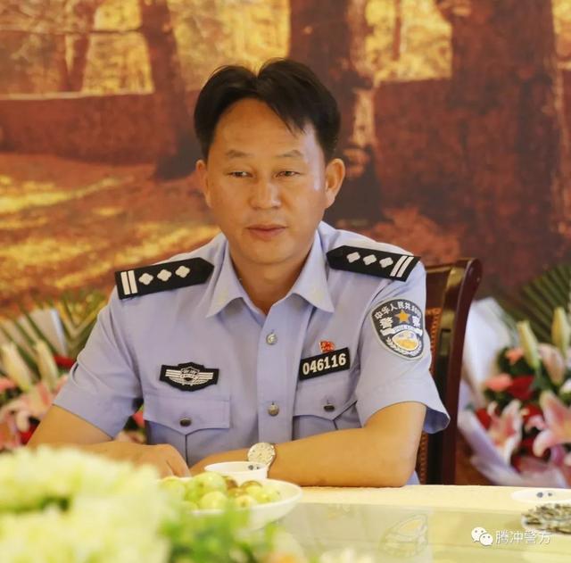 騰衝市公安局送別10位退休老幹部 - 每日頭條