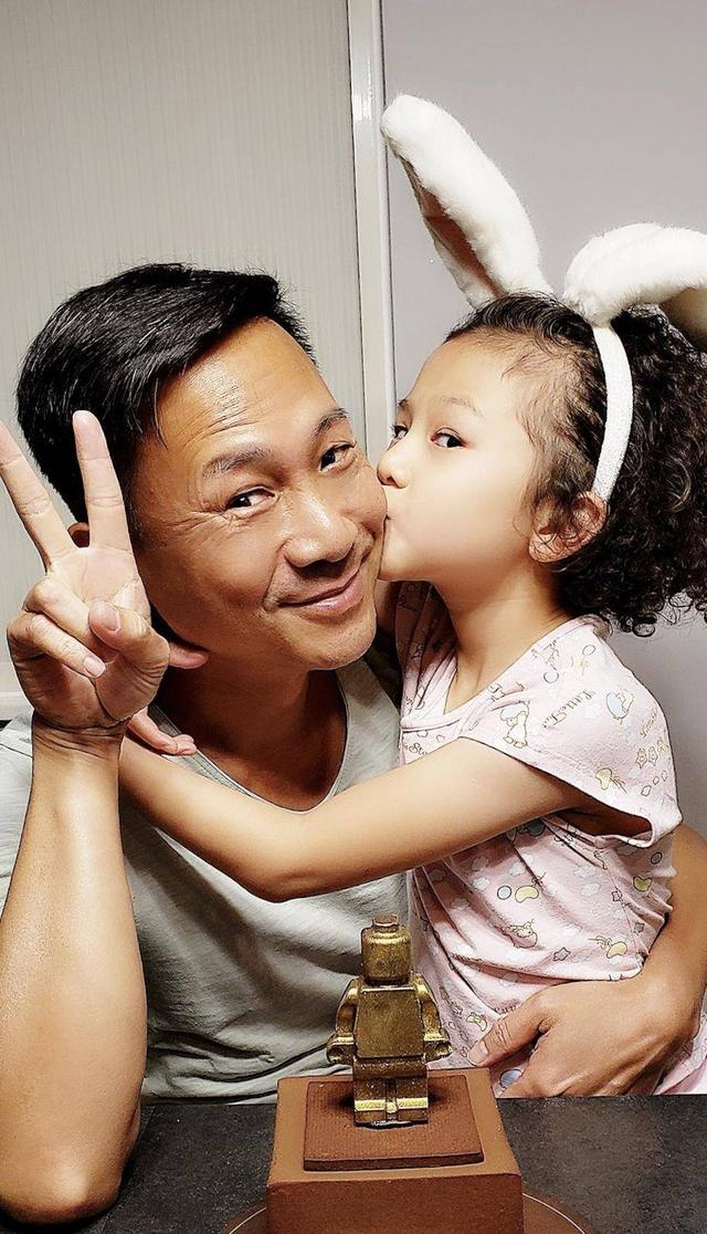 前TVB藝人陳國邦擁有自己的「三層大樓」今任職大學戲劇老師 - 每日頭條