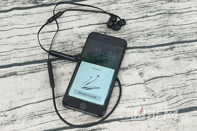 BeatsX無線耳機開箱圖賞:輕巧的聽音樂體驗,順便還能裝個…… - 每日頭條
