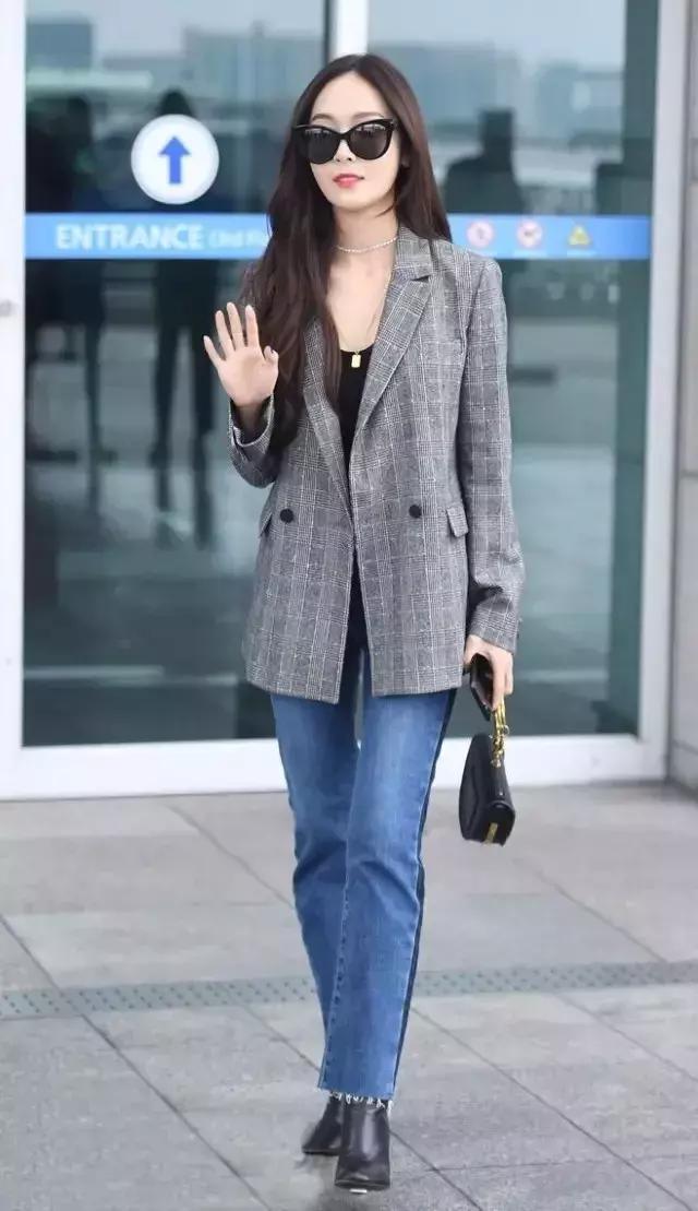 西裝+牛仔褲,開春這樣穿簡約時髦又大氣! - 每日頭條