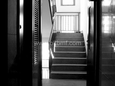 空聞講述大門風水:開門見向上的樓梯 - 每日頭條