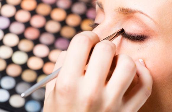 化妝技巧丨眼睛比較圓怎麼畫眼線 - 每日頭條