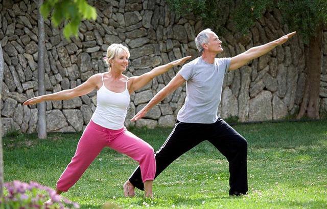 堅持30天甩手操,健康長壽跟著走,腿不疼腰不酸,甩掉全身雜毛病 - 每日頭條
