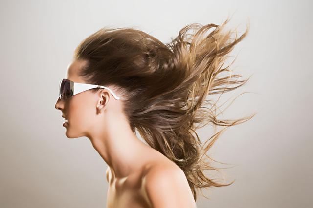 頭髮愛出油什麼原因?怎麼辦?這裡告訴你答案 - 每日頭條