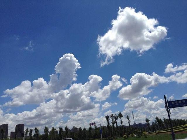 「藍藍的天空白雲飄」,為什麼天是藍的雲兒是白的 - 每日頭條
