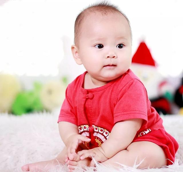 「科普」寶寶六個月坐不穩正常嗎?怎樣使寶寶坐穩 - 每日頭條