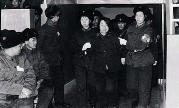 6張老照片直擊 1980年槍決建國以來最大貪污犯 - 每日頭條