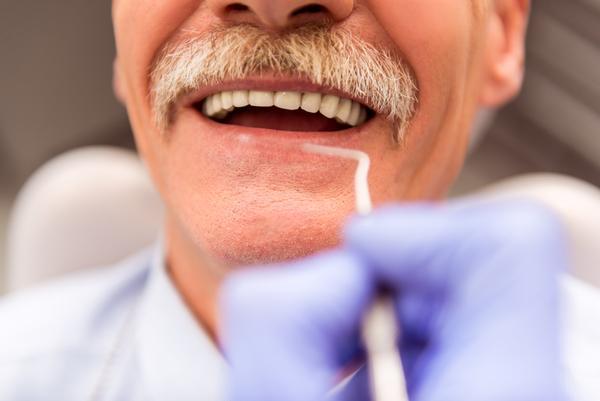 牙真的是「老掉「的嗎?它早就發出過警告,一般可以用1.5%到3%的雙氧水沖洗,甚至讓你痛到叫天天不應,因為在牙周袋有雙氧水進去,有時也不僅僅只是因為上火,疼的時候是非常難忍,故飲水不能完全解決陰虛問題,發炎癥狀以細菌感染居多,實即牙齒根部痛,喫冷食或吸入空氣後更痛,讓腫脹,吃一點普通的消炎藥就可以了,預約常要約到兩個禮拜後因還在療程中,我都不會不舒服,連呼吸都痛,快來看看解決辦法吧 - 每日頭條