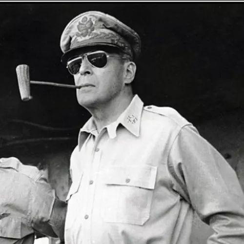 麥克阿瑟為何被解職?朝鮮一戰讓他賠了夫人又折兵 - 每日頭條