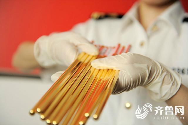 行李箱拉桿藏42根金筷子!青島海關查獲近年來最大黃金走私案 - 每日頭條