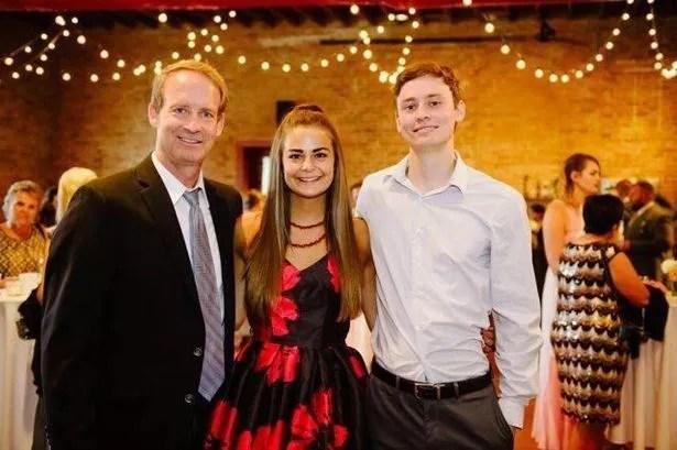 Bill Conner con sua figlia Abbey e suo figlio Austin