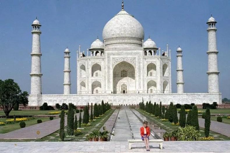 The iconic photo of Diana outside the Taj Mahal