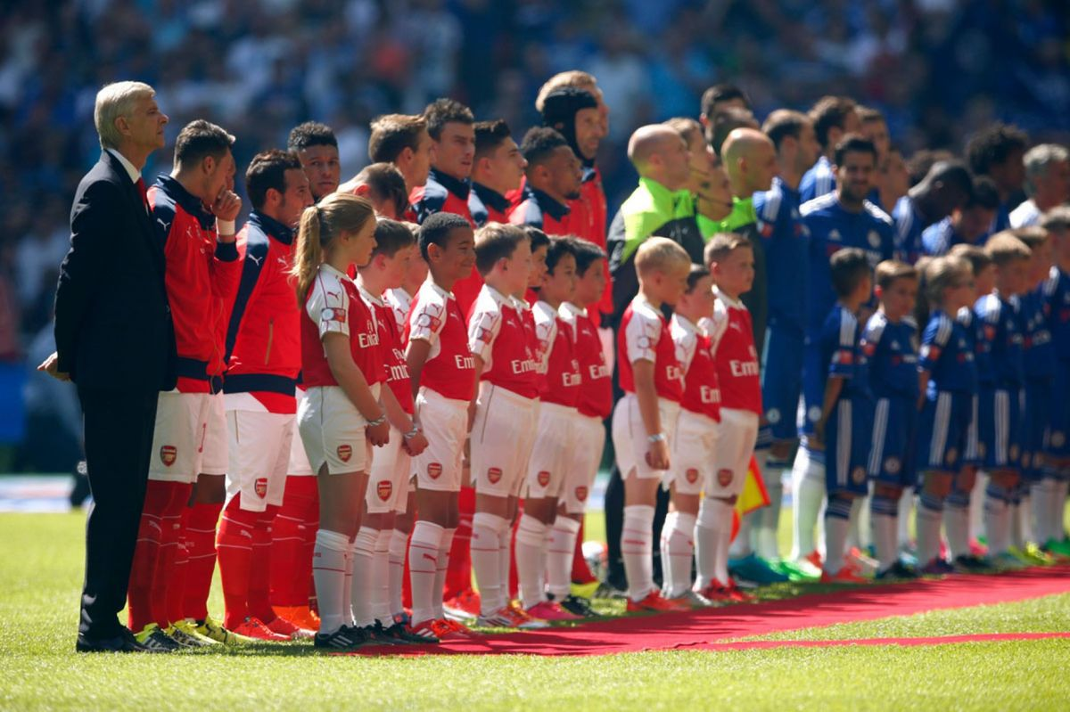 Arsene Wenger lines up with his team before the match