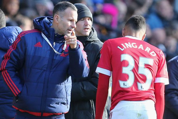 Ryan Giggs speaks to Jesse Lingard