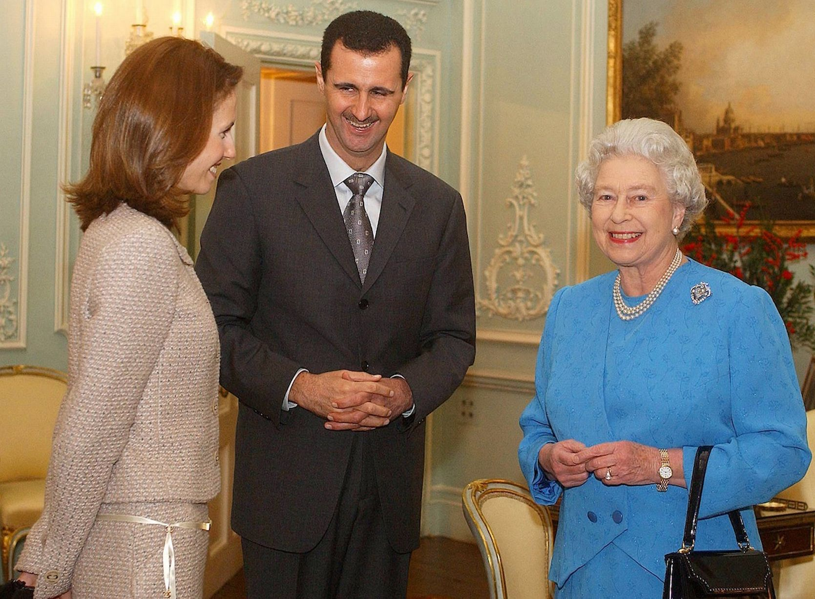 https://i1.wp.com/i2.mirror.co.uk/incoming/article7782365.ece/ALTERNATES/s1227b/Queen-Elizabeth-II-and-Syrias-President-Bashar-al-Assad-with-wife-Asma.jpg