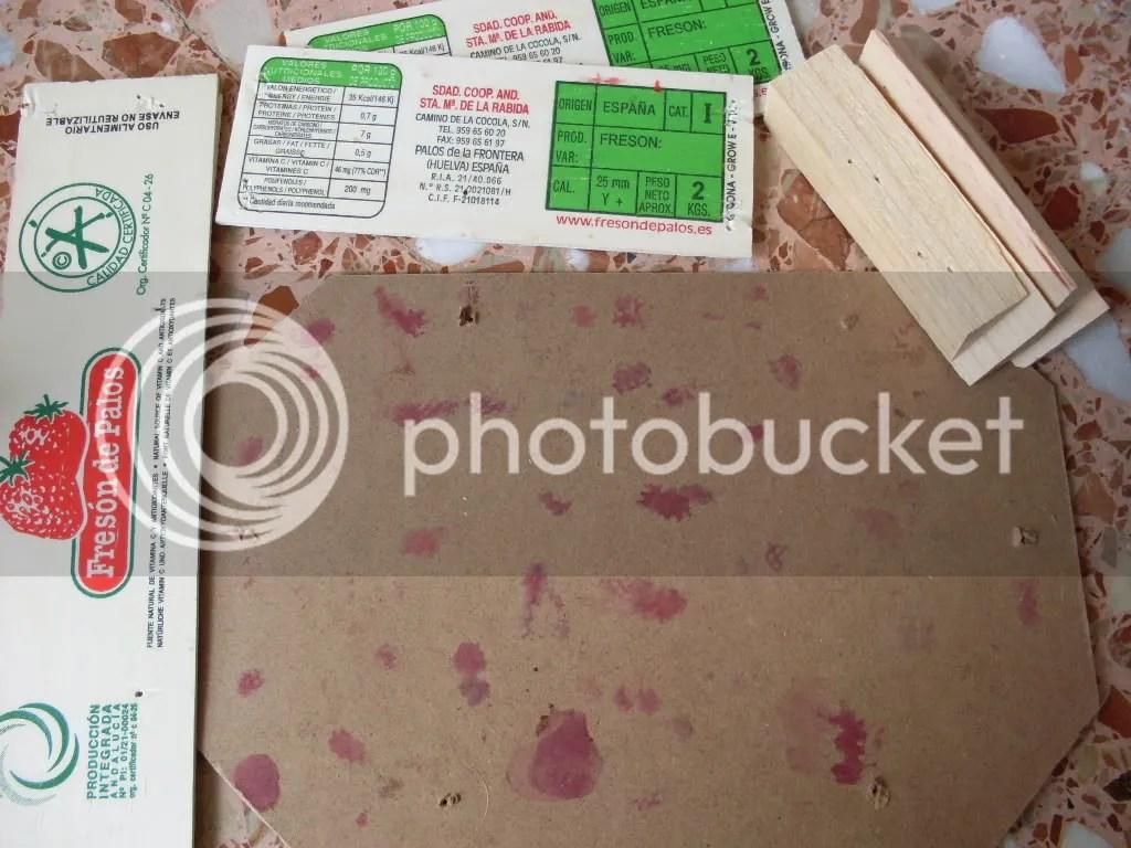 Esta caja ya no guardará más fresones... ahora forma parte de mis materiales para Mordheim :)