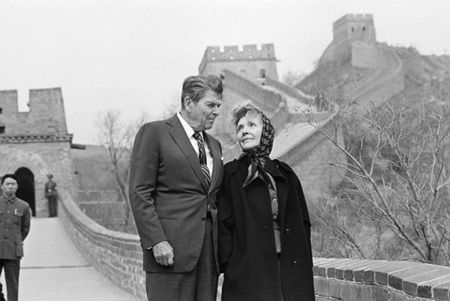 Former US President Ronald Reagan and Nancy Reagan visit the Great ...