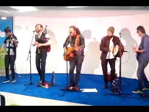 Gaelica interpretó varios de sus temas luego de la presentación del videoclip de