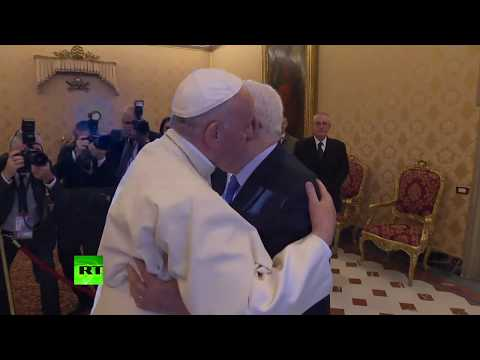 Pope Francis meets Palestinian leader Abbas to discuss Middle East