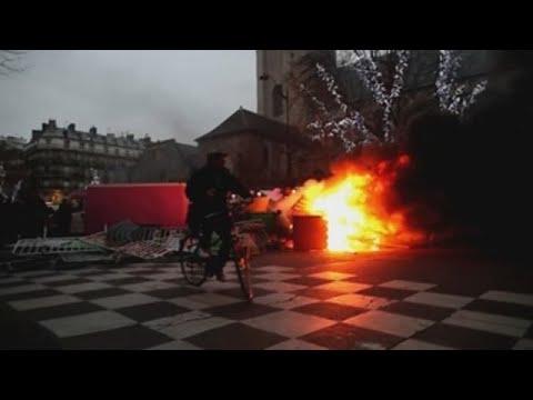 Francia se enfrenta a las primeras protestas del año de los
