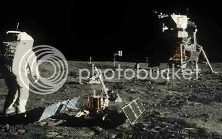 Không thấy bất kỳ ngôi sao nào trên bầu trời của mặt trăng. Ảnh: NASA.
