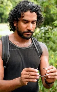 Sayid being his Awesome Self em The Economist