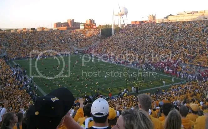 100,000 people in Kinnick Stadium
