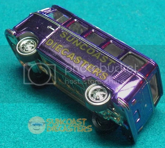 1965 Volkswagen 21-Window Samba Bus, Johnny Lightning (2002 Holiday Classics)