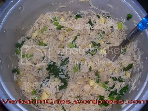 Bihun goreng-tom yum
